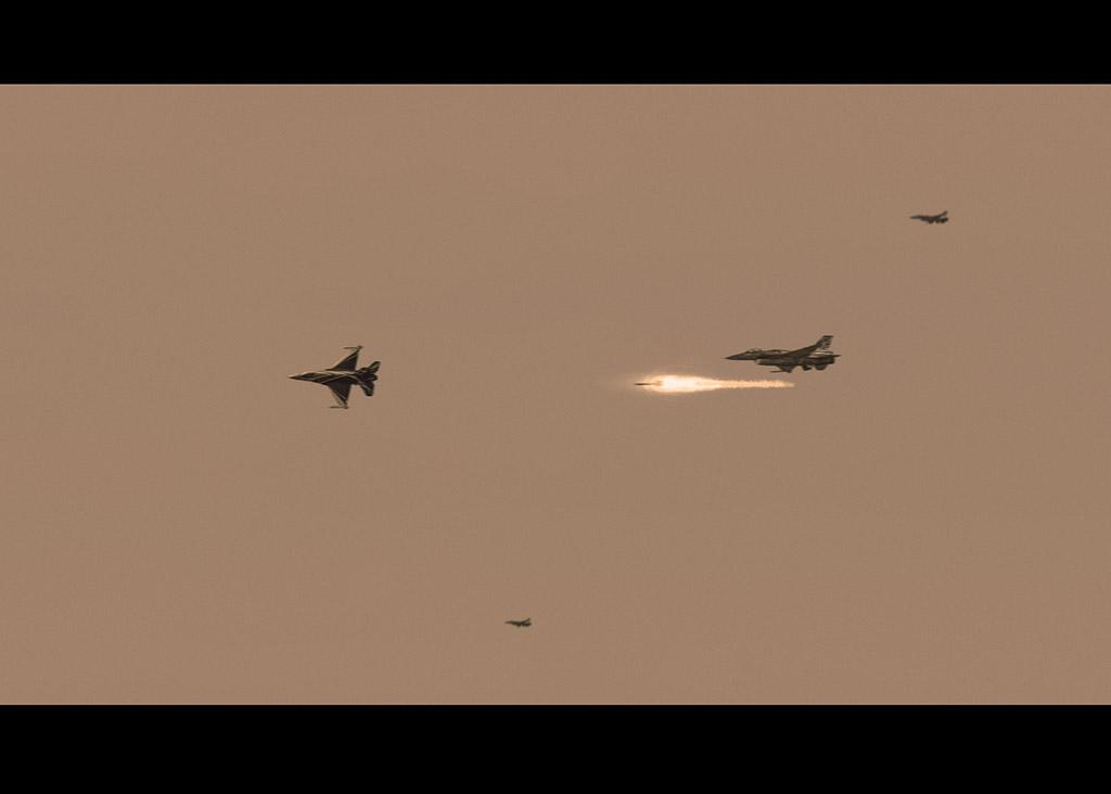 Ψηφιακή Αερομαχία - Photo Manipulation Μάθημα Photoshop - Τελικό Αποτέλεσμα